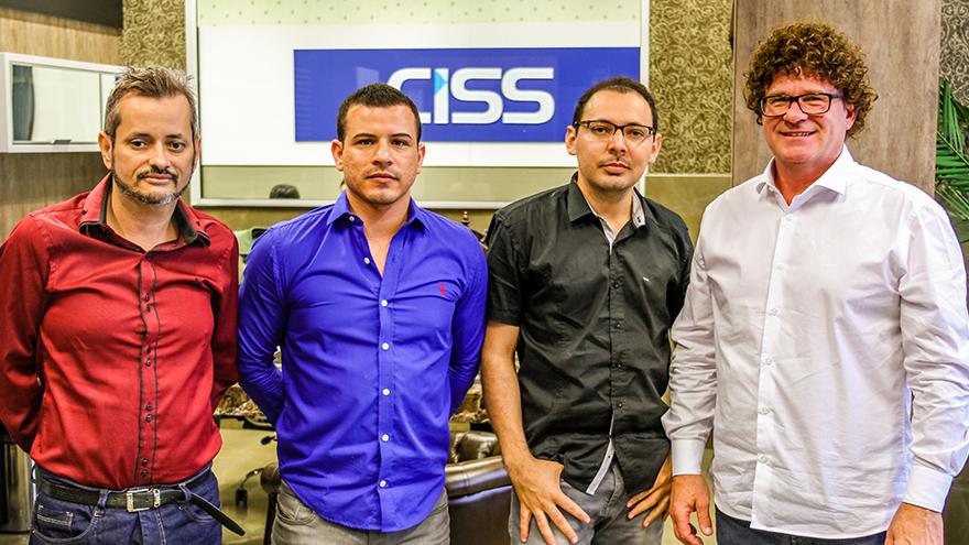 clientes da CISS visitando a empresa.
