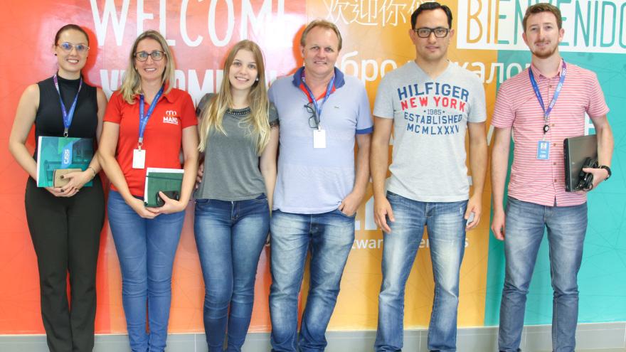 Clientes do Grupo Mano Manfroi junto com o Diretor Junior e colaboradores da CISS