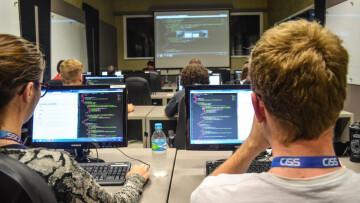 Instrutor Djeison Hart ministrando treinamento de AngularJS realizado na  sala de treinamentos da UNICISS