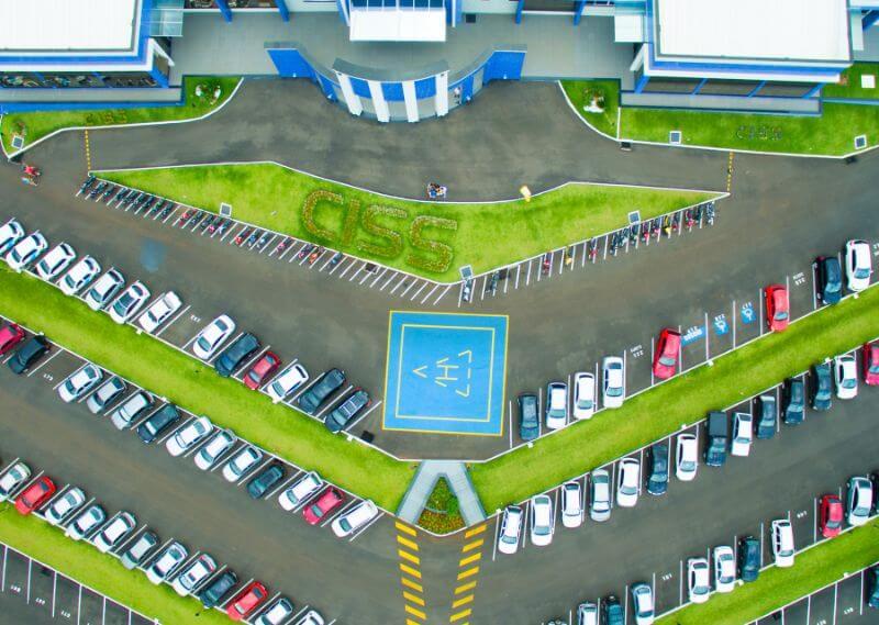 Foto aérea/imagem fly da sede da CISS pegando o estacionamento